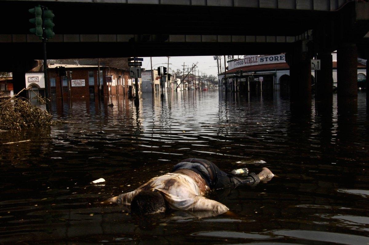 USA. New Orleans, Louisiana. September 3, 2005. Dead man floating under I-10.